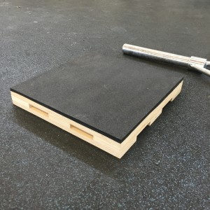 a single heavy duty, rubber topped dead lift block